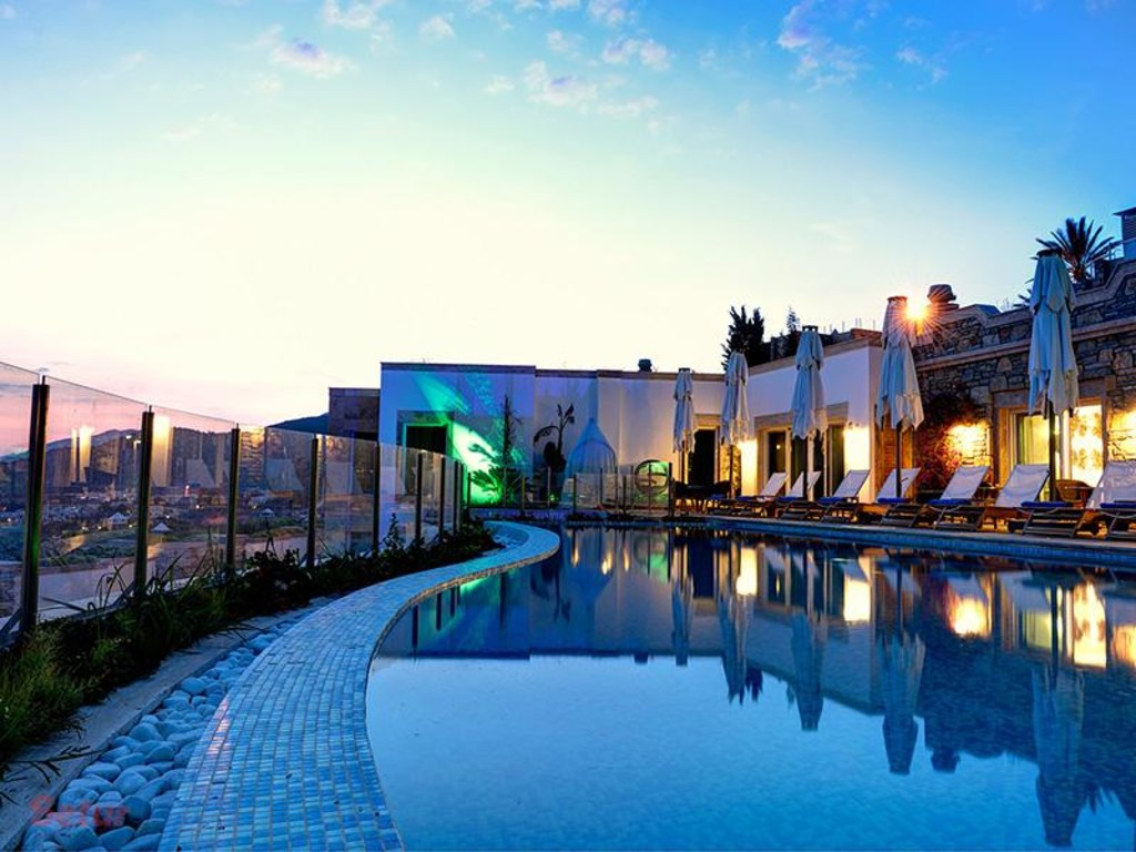 Outdoor Pool - Regnum Escana Boutique Hotel
