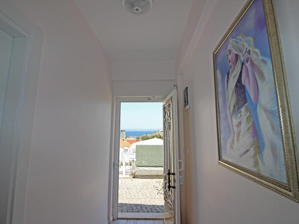 Otel ön giriş kapısı