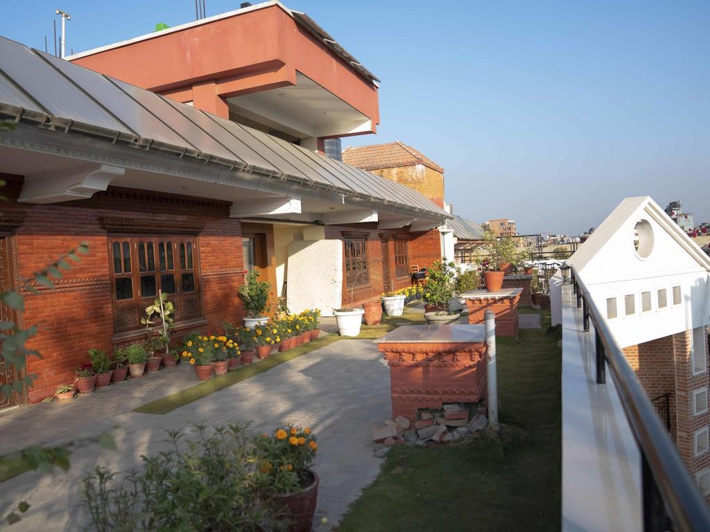 rooftop courtyard garden