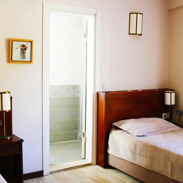 Standart İki Ayrı Tek Kişilik Yataklı Oda